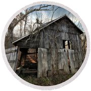 Weathered Old Abandoned Barn Round Beach Towel
