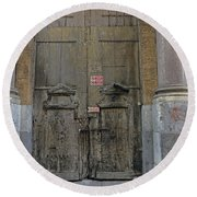 Weathered Old Door On A Building In Palermo Sicily Round Beach Towel