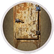 Weathered Rusty Refrigerator Round Beach Towel