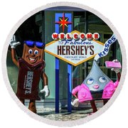Welcome To Fabulous Hersheys Sign Round Beach Towel