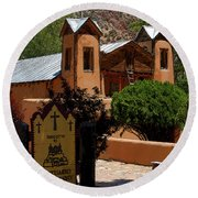 Welcome To Santuario De Chimayo Round Beach Towel