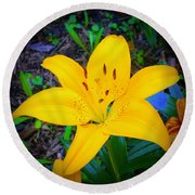 Welcoming Lily Round Beach Towel