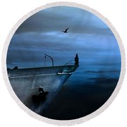 West Across The Ocean Round Beach Towel