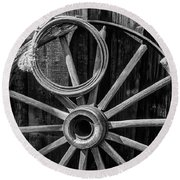 Western Rope And Wooden Wheel In Black And White Round Beach Towel