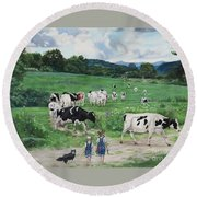 When The Cows Come Home, It's Milking Time Round Beach Towel