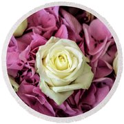 White And Pink Roses Round Beach Towel