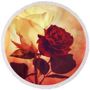 White And Red Roses Round Beach Towel