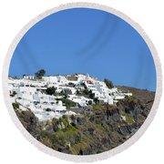 White Architecture In The City Of Oia In Santorini, Greece Round Beach Towel