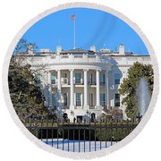 White House South Lawn With Snow Round Beach Towel