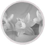 White Mini Narcissus Round Beach Towel