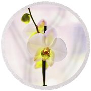 White Orchid V2 Round Beach Towel
