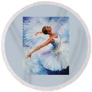 White Swan Round Beach Towel