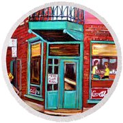 Wilenskys Cafe On Fairmount In Montreal Round Beach Towel