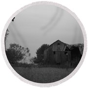 Windmill And Barn In Black And White Round Beach Towel