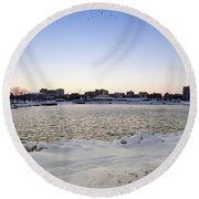 Winter Evening In Racine Round Beach Towel