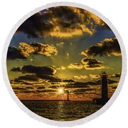 Winter Sunset At Muskegon Channel Light Round Beach Towel