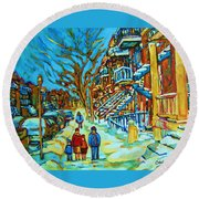 Winter  Walk In The City Round Beach Towel