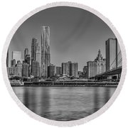 World Trade Center And The Brooklyn Bridge Bw Round Beach Towel