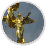 Wwi Gold Winged Victory Statue Round Beach Towel