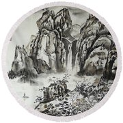 Yangze River With Water Fall Round Beach Towel
