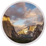 Yosemite Tunnel View Sunset In Winter Round Beach Towel