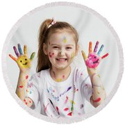 Young Kid Showing Her Colorful Hands Round Beach Towel