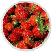Yummy Fresh Strawberries Round Beach Towel