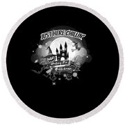 tshirt Just Here Chillin grayscale Round Beach Towel