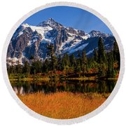 Autumn Colors With Mount Shuksan Round Beach Towel