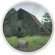 Abandoned Barn And Hay Roll 2018c Round Beach Towel