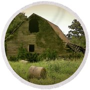 Abandoned Barn And Hay Roll 2018d Round Beach Towel