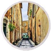 Alley In Avignon Round Beach Towel