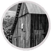 An American Barn Bw Round Beach Towel