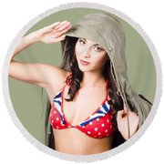 Army Pinup Saluting Retro Fashion In 1940 Style Round Beach Towel