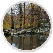Autumn On The Kings River Round Beach Towel