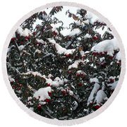 Berries And Snow Round Beach Towel