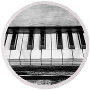 Black And White Piano Round Beach Towel