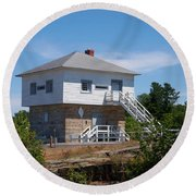 Blockhouse At Kingston Mills On The Rideau Canal Round Beach Towel