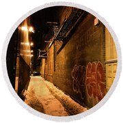 Chicago Alleyway At Night Round Beach Towel