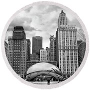 Chicago Skyline In Black And White Round Beach Towel