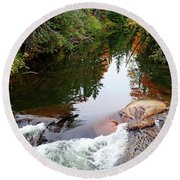 Chikanishing River In Autumn Round Beach Towel