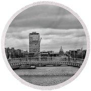 Dublin Ireland - Ha Penny Bridge In Black And White Round Beach Towel