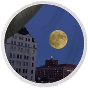 Full Moon At The Plaza Round Beach Towel