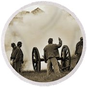 Gettysburg Battlefield - Confederate Artillerymen Firing Cannon Round Beach Towel