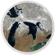 Great Lakes In Winter Round Beach Towel