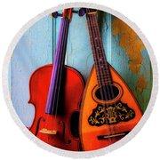 Hanging Violin And Mandolin Round Beach Towel