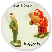 Hogs And Kisses Clown Valentines Round Beach Towel