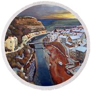 I Saw Three Ships Come Sailing In, On Christmas Day In The Morning. Round Beach Towel