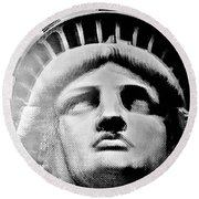 Lady Liberty In Black And White1 Round Beach Towel