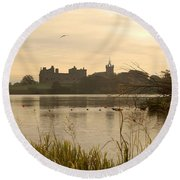 Linlithgow Palace At Dusk Round Beach Towel